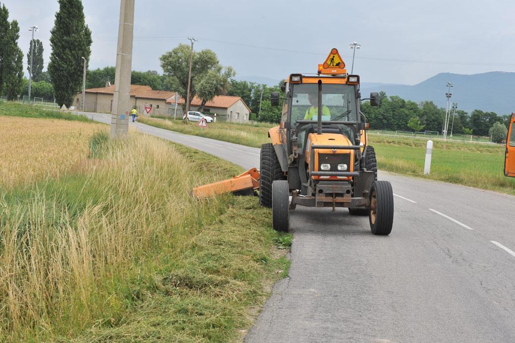 Entretien des abords routiers dans le 17 - fauchage